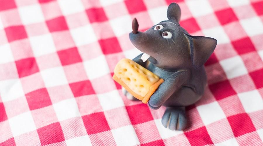 """""""Say Cheese!""""- kleine Marzipan Maus mit Stinkekäse"""