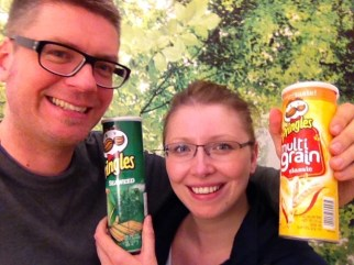 Alle werden eingespannt, exotische Pringles aus ihren Urlauben mitzubringen. Hier im Bild: Seegras-Geschmack.