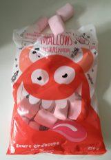 DIe Monster Mallows gibt es auch mit suarem Erdbeer-Geschmack. Ich weiß noch nich nicht, ob ich das Saure als störend oder besonders lecker empfinden soll.