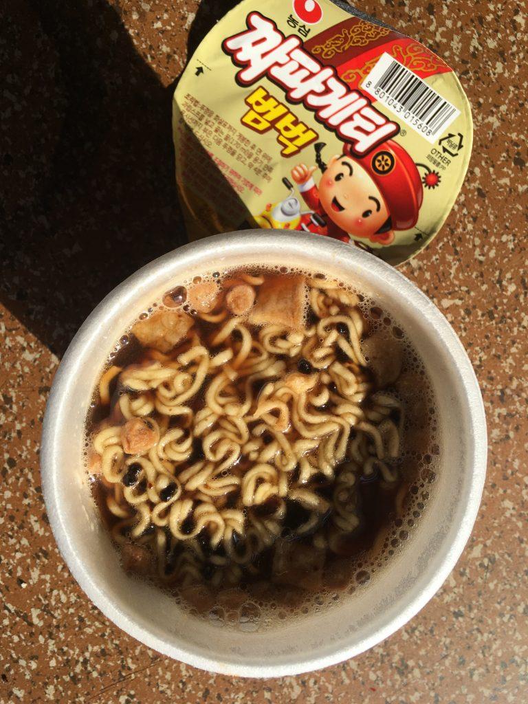 Asiatische Nudelsuppe mit Schokolade