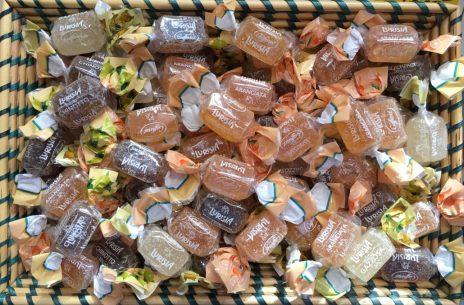 Korb voller italienischer Frucht-Gelees