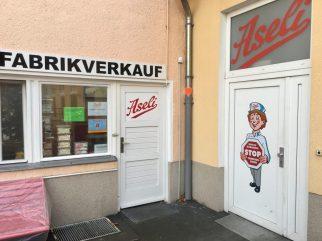 Ladengeschäft Eingang Aseli Berlin Frabirkverkauf