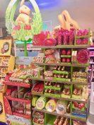 Gerade erst wurde die restliche Weihnachtsschokolade verkauft, jetzt stehen schon wieder überall die riesigen Mea-Aufsteller von Lindt.