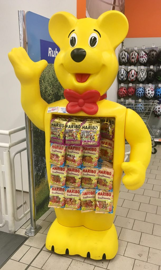 Den Haribo-Bären mit Tütenhängung sieht man sehr häufig, sogar manchmal in Kiosken. Leider wirkt er schnell etwas schmuddelig.
