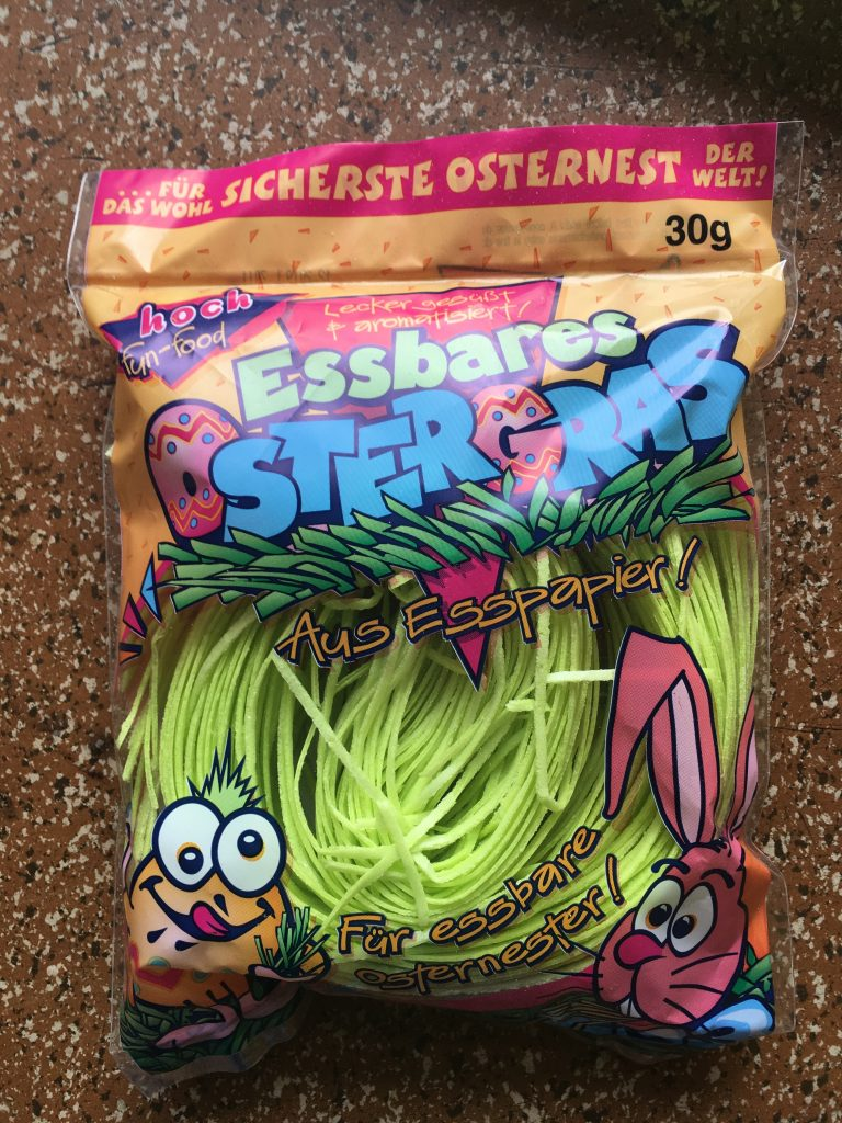 """Essbares Ostergras aus Oblaten von Hoch: """"lecker gesüßt und aromatisiert"""" wird ausgelobt, nur die Geschmacksrichtung wird nicht benannt."""