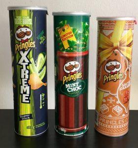 3 verschieden hohe Pringles-Dosen