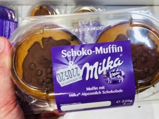 2 Schoko-Muffins von Milka mit jeweils 110 Gramm Kampfgewicht.
