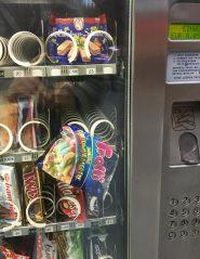 Süßigkeiten-Automat Trolli steckt fest