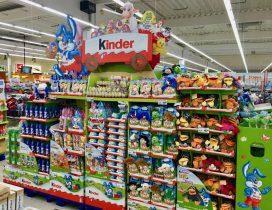 Sie werden jedes Jahr größer: Die Ferrero Kinder-Schokolade Osteraufsteller