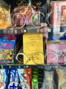 Reclam-Heft im Süßigkeiten-Automaten