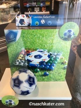 Leonidas Fußball-Display zur WM 2018 mit Schokoladen-Bällen