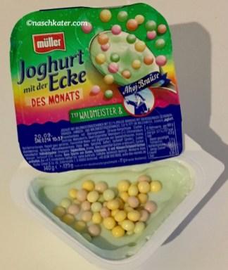 Müllermilch Joghurt mit der Ecke des Monats Ahoj-Brause Typ Waldmeister