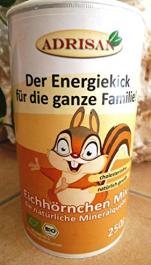 """Eine Mineralpulver """"Eichhörnchen-Mix"""" der Firma Adrisan, laut Eigenwerbung """"der basische Energiekick für die ganze Familie"""". Wozu genau es dient, ist mir nicht klar, aber es schmeckt nach Orange. Warum ein Eichhörnchen? Keine Ahnung, passt aus meiner Sicht nicht zum Produkt."""