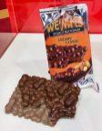 WeNuts Peanut Butterbar Creamy Classic Tafelschkolade mit origineller Erdnussform