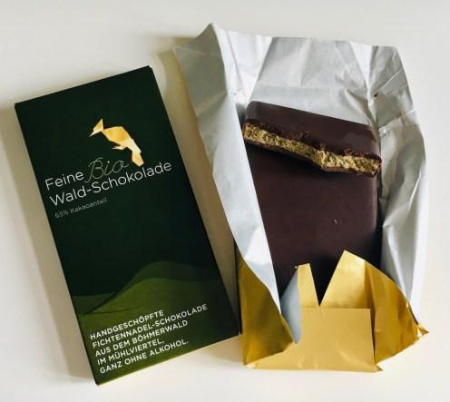 Feine Bio-Wald-Schokolade 65% Kakaoanteil Handgeschöpfte Fichtennadl-Schokolade aus dem Böhmerwld im Mühlviertel Bäckerei Kurt Wöß