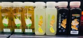 Superdrinks Fenchel mit Grünkohl - White Tonic mit INgwer und Zitrone Blue Energy mit Ingwer und Heidelbeere Italien 2019