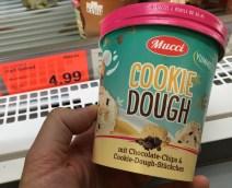 Aldi Mucci Cookie Dough mit Chocolate-Chips+Cookie-Doug-Stückchen