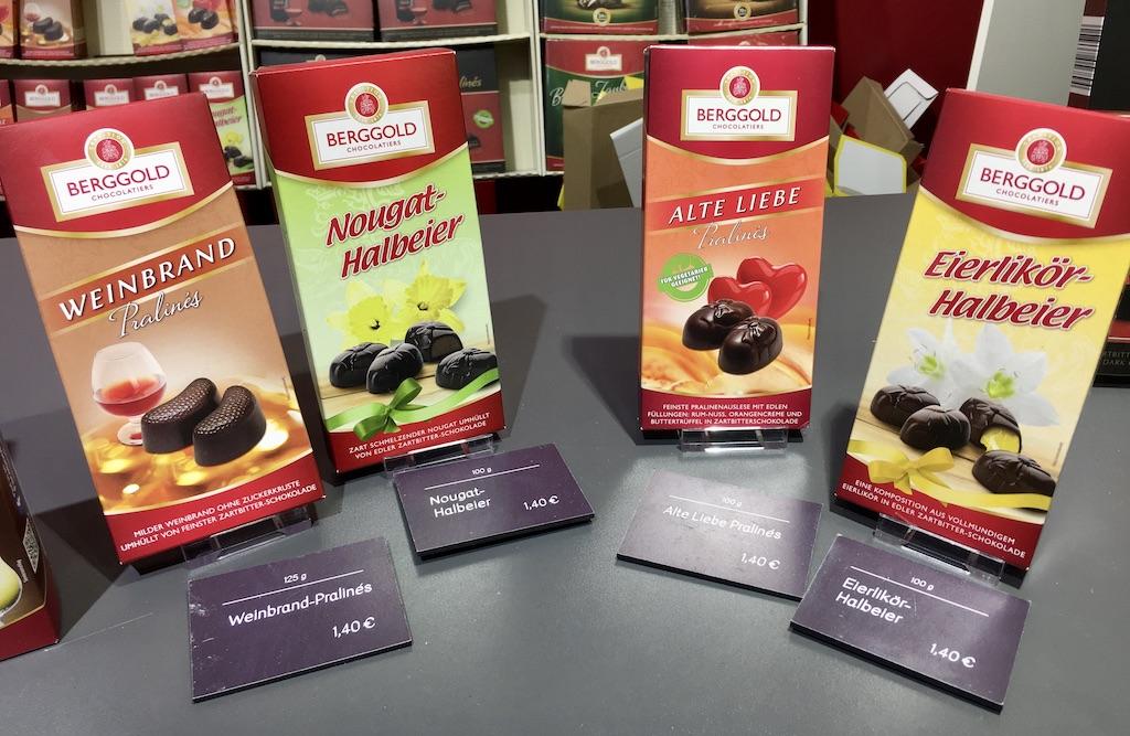 Berggold Weinbrand Pralines Nougat-Halbeier Alte Liebe Pralines Eierlikör Halbeier Grüne Woche 2020