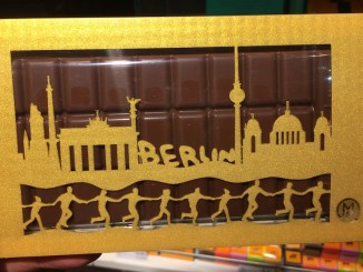 Charity Shopping Metropol Chocolatiers Berlin-Tafel unteilbar