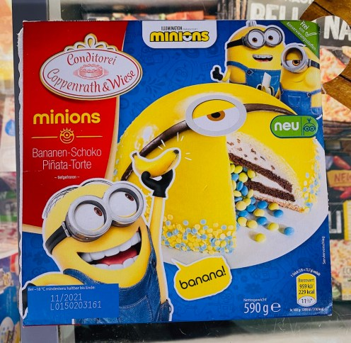 Conditorei Coppenrath+Wiese Banane-Schoko-Pinata-Torte Minions 590G