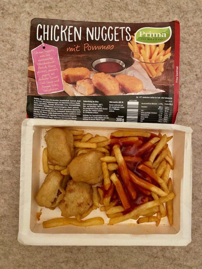 Netto Prima Chicken Nuggets mit Pommes und Sweet Chili-Soße zubereitet