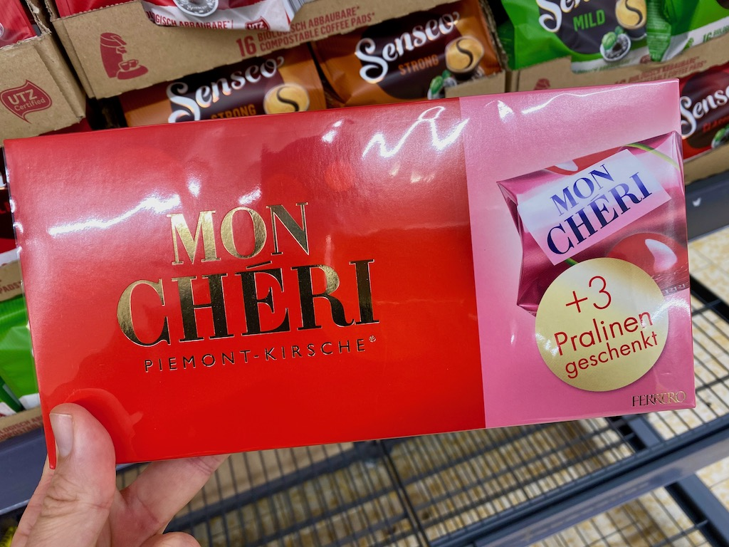 Ferrero Mon Cheri mit 3 extra Pralinen