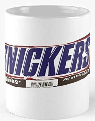 Snickers-Verpackungsfolie auf Kaffeebecher