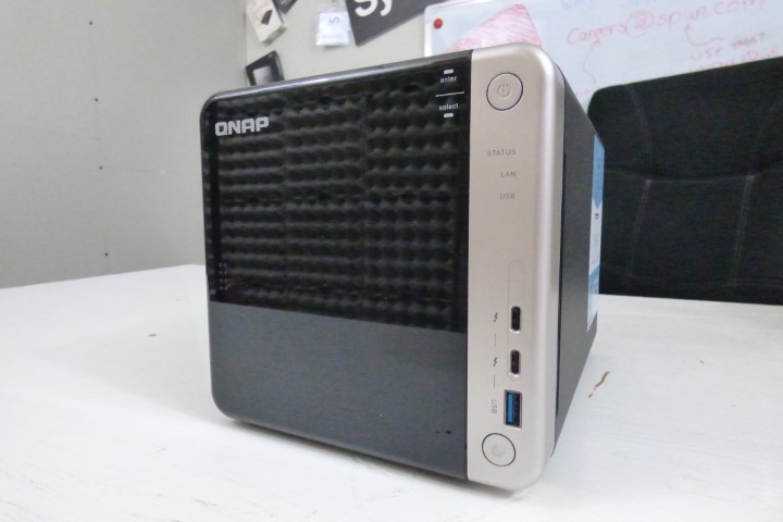 Unboxing the QNAP TS-453BT3 Thunderbolt 3 and 10GbE NAS