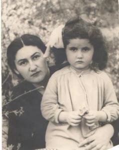 Шогик со своей дочерью Эринэ
