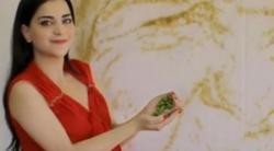 فتاة فلسطينية تبتكر من رص الزيتون