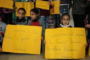 ناشط تعلن الاستنفار في مخيم عين الحلوة احتجاجا على القرار الامريكي