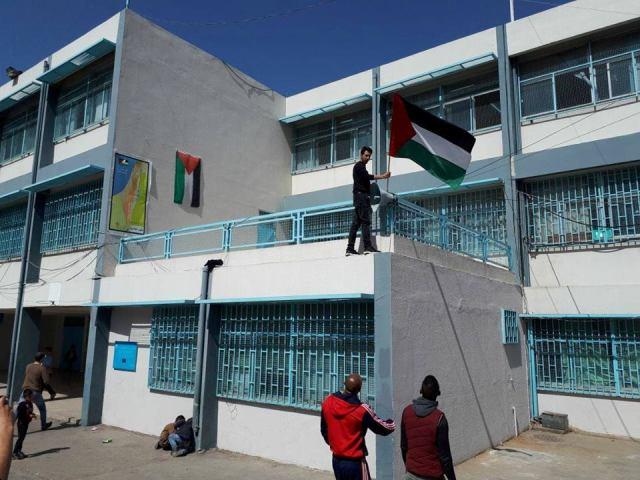 سخط شعبي فلسطيني بعد إزالة خارط فلسطين من احدى مدارس الأونروا في مخيم البداوي