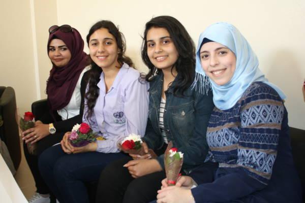 المرأة الفلسطينية نبع الصمود وأمل المستقبل ناشط تكرم الكادر النسائي في الجمعية