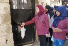 """عشيرة الجوالة """" المنجدات """" التابعة لكشافة ناشط تقوم بتوزيع خبز وملح في مخيم عين الحلوة ."""