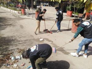شعلة ناشط ينفذ حملة نظافة واسعة في مخيم عين الحلوة