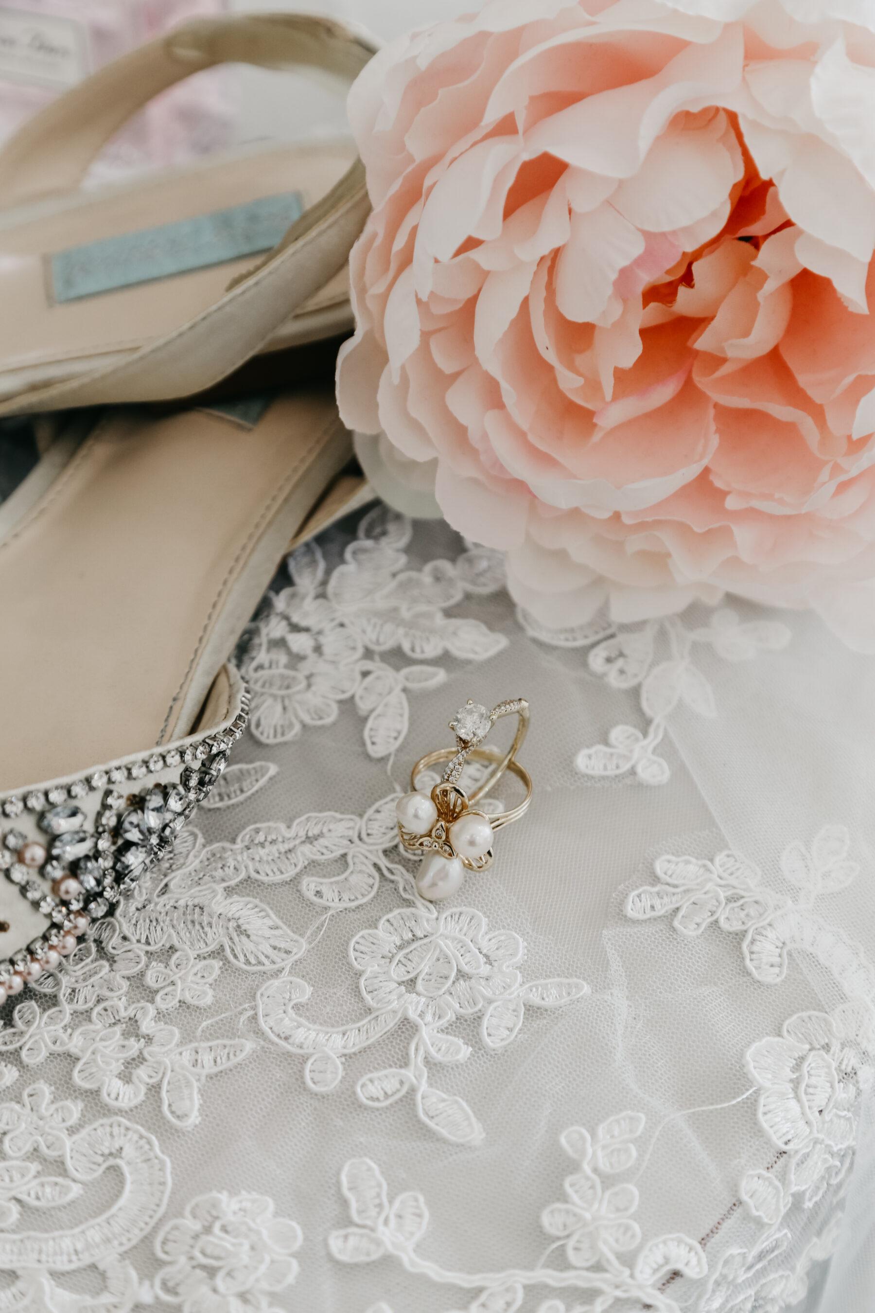 Bridal earrings | Nashville Bride Guide