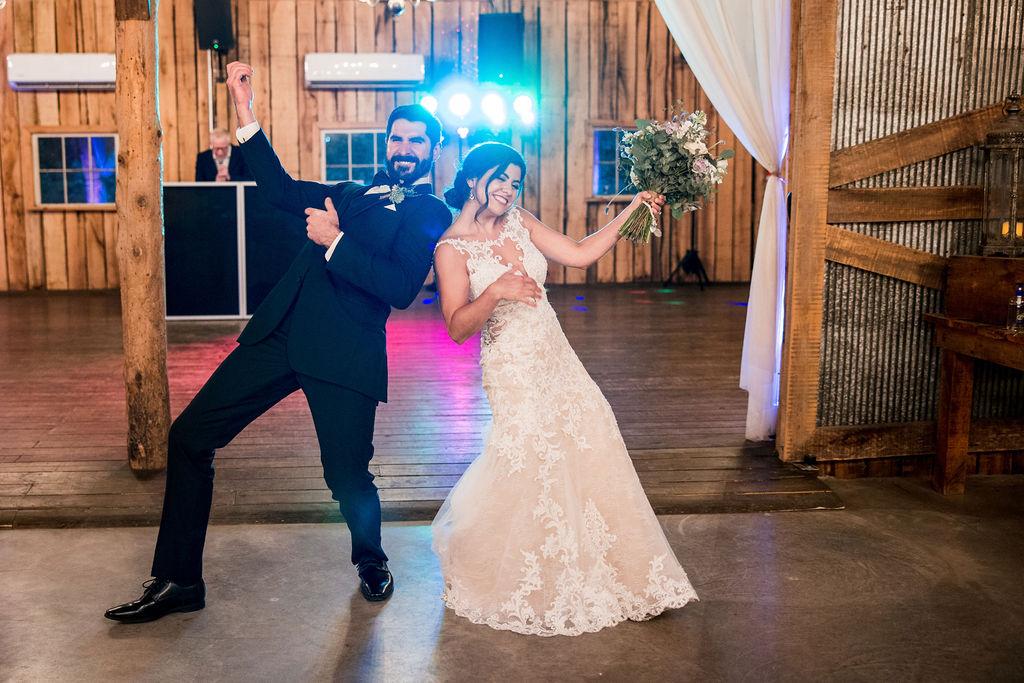 Charming Rustic Wedding at Meadow Hill Farm   Nashville Bride Guide