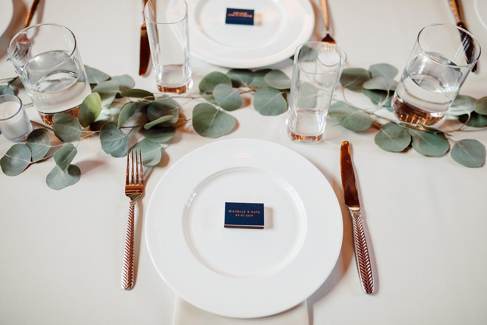 Minimalistic wedding table setting