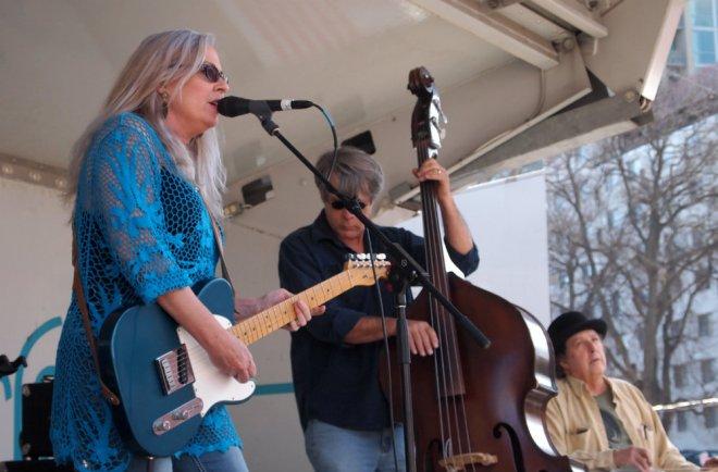 Amy Hart Mando Blues Soulshine Nashville Fringe Festival 03