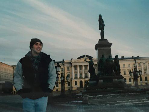 Helsinki katedraline dogru bakarken . Hava gercekten cok soguktu