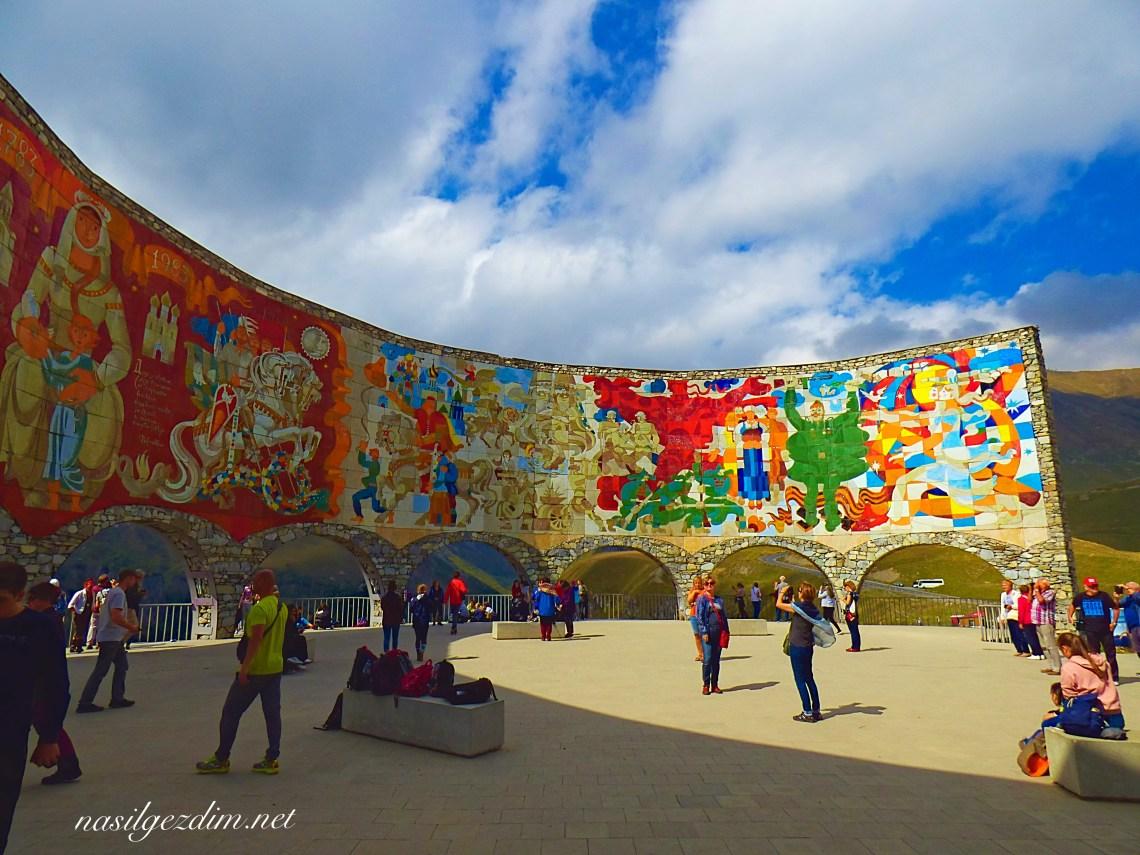 Tiflis Gezi Rehberi, Tiflis Gezilecek Yerler, Gürcistan Gezi Rehberi, Gürcistan Gezilecek Yerler, Russia–Georgia Friendship Monument, Rusya-Gürcistan Dostluk Anıtı
