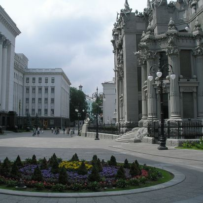 1200px Square in front of House with Chimaeras