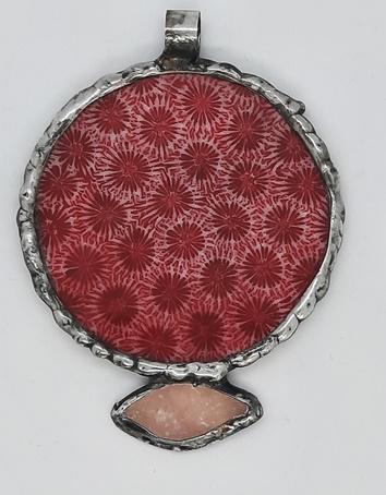 muszla w żywicy z kwarcem różowym
