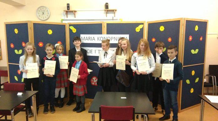 Laureaci konkursu o życiu i twórczości Marii Konopnickiej, który odbył się w Szkole Podstawowej nr 4