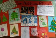 Kartki napisane po angielsku przez dzieci z Przedszkola Pod Wierzbami w Śremie wysłane do przedszkola we Włoszech