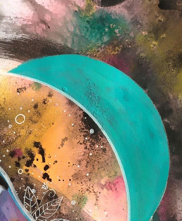 Eurylaime-argente-o1-detail-plume-2- exposition-natacha-perez-artiste-peintre-street-art-contemporain-urbain-peinture-dessin-techniques-mixtes-artiste