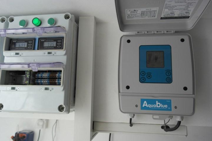 לוח חשמל בקרה כימיקלים ומכשיר מלח