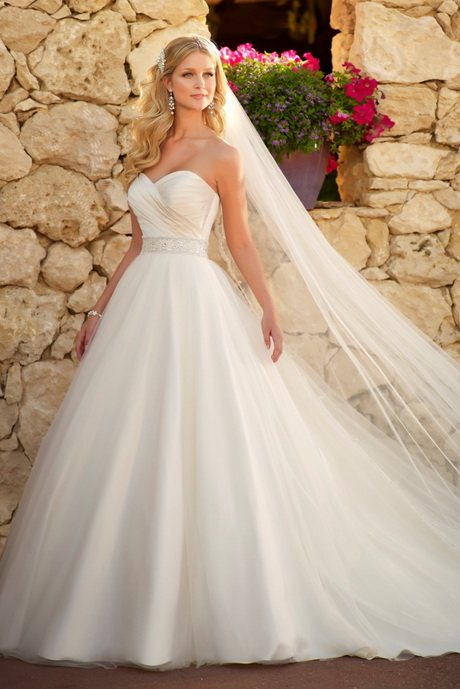 Outdoor wedding dresses