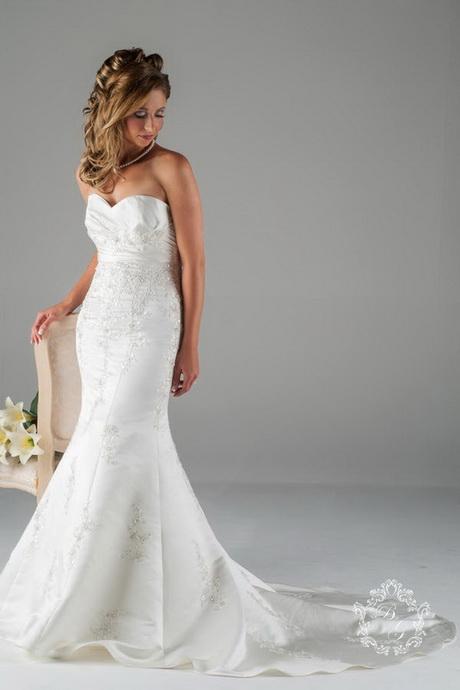 Fishtail lace wedding dress