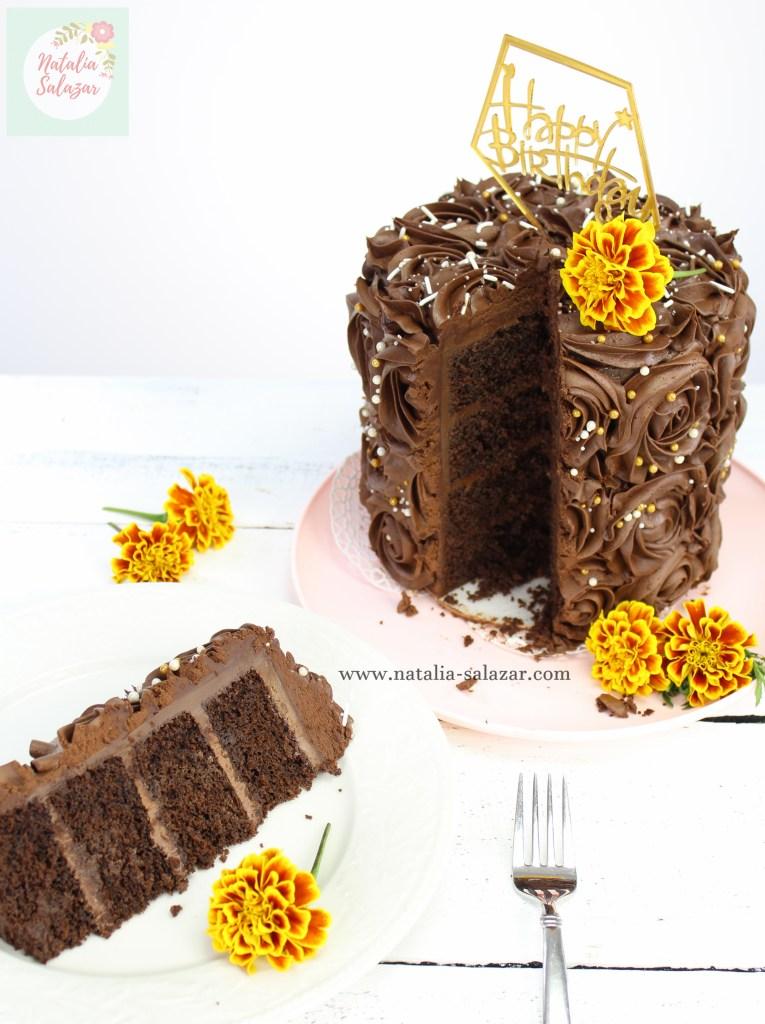 Torta de chocolate con crema bariloche y cobertura de ganache